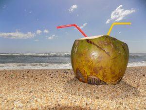 beber agua de coco beneficios