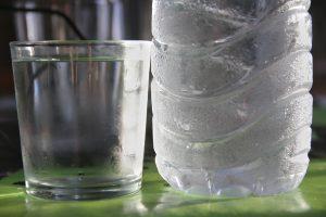 beber agua adelgaza si es fría