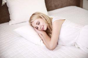 dormir y beber agua adelgaza